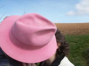 0903-0114 - pink hat kiss (karen and chris)
